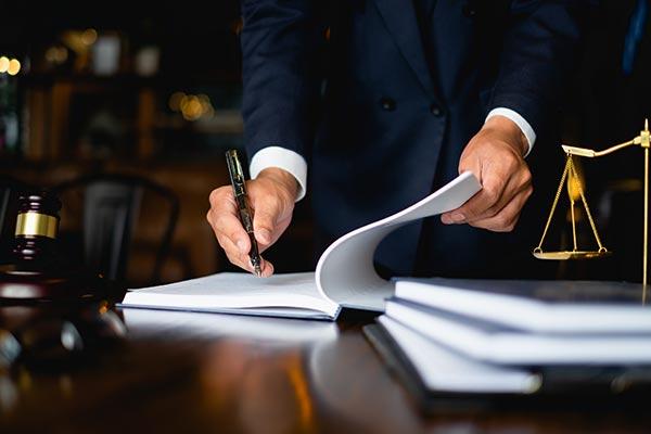 ¿Cuánto cobran los abogados por reclamos por accidentes?